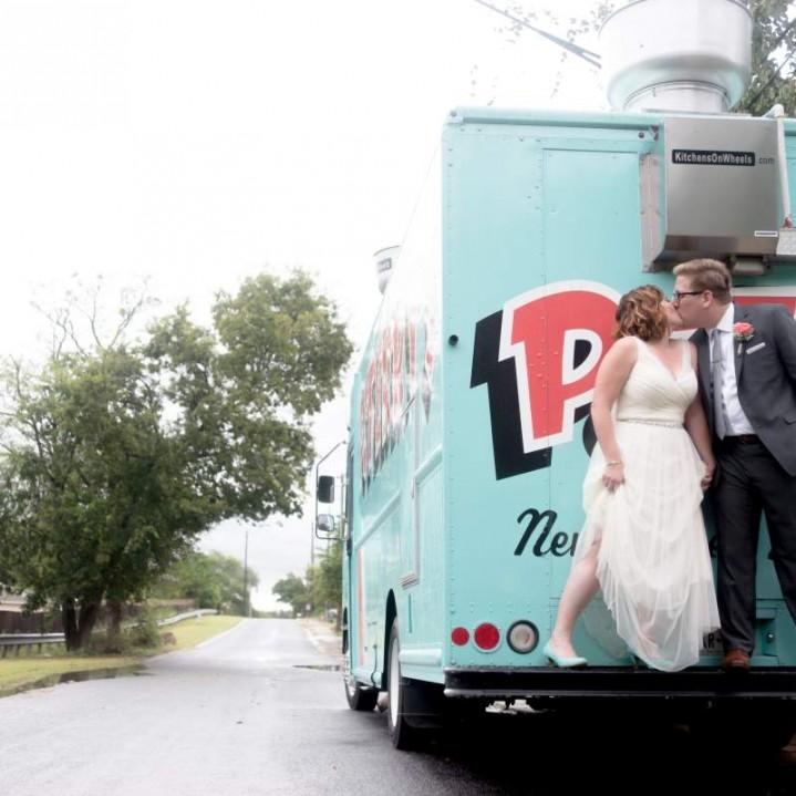 Beth + Tim : A Wedding off Peaceful Lane in Austin, texas