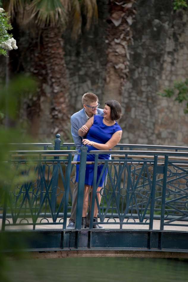 HighDot Studios - Sarah and Zach - Engagement Session - San Antonio - Riverwalk - San Antonio Zoo (11)